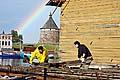 Во время перегрузки киля с понтона на место постоянной экспозиции ярко светила радуга